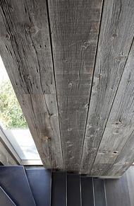 Bij barnwoodbalken maakt men onderscheid tussen gezaagd en handgekapt, waarbij het laatste het bijzonderste is