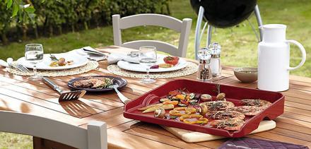 De plancha is een gladde bakplaat die is overgewaaid uit Spanje. Het voedsel gaart met weinig vetstoffen of in zijn eigen sappen