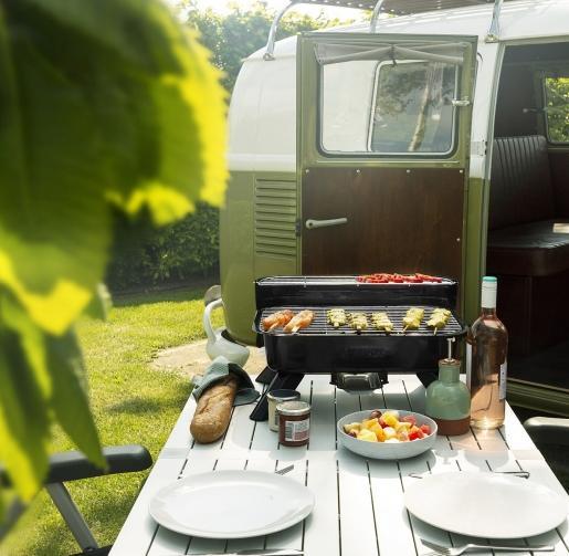 Een tafelbarbecue is compact en ideaal voor mensen die klein wonen of een kleine stadstuin hebben of voor wie een kleiner model net handiger vindt