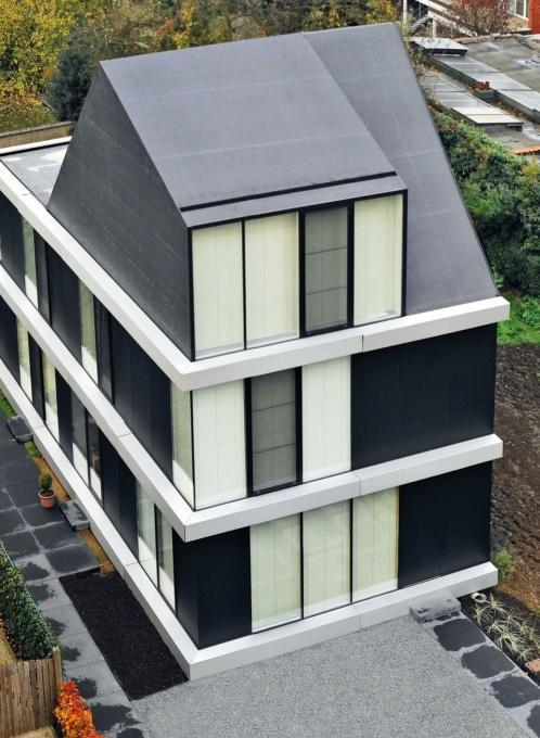 Verkleefde EPDM-dakbedekking op een hellend dak