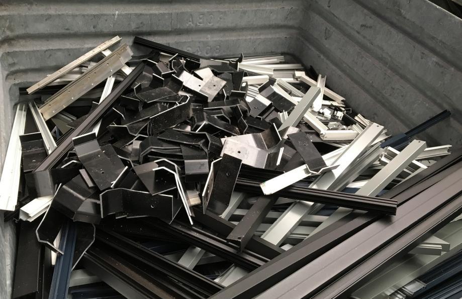 Puisque l'exportation de ferraille continue de croître, la croissance ultérieure du secteur du recyclage est entravée