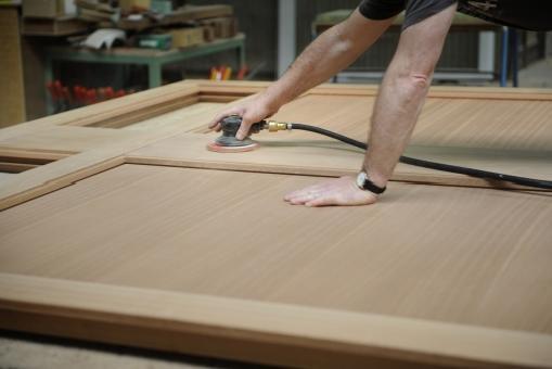 """Buitenschrijnwerk in hout is bezig aan een revival. Gaby Maes: """" Architecten zijn opnieuw verliefd op de warmte en de authenticiteit van het materiaal"""""""