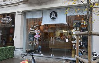 Antoine is gelegen in een winkel-wandelzone in Leuven. Het publiek is er zeer divers: studenten, mensen uit de stad, toeristen ...
