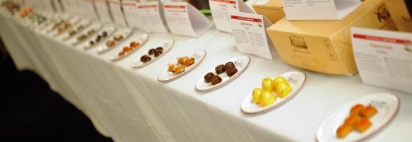 L'an dernier, env. 50 chocolatiers se sont disputé le titre de 'Best Praline' et 'Best Chocolate Bar'