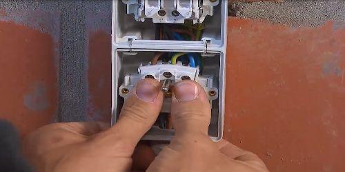 Nieuwe contactdozen installeren