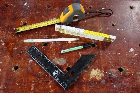 mètres pliant, mètre ruban, crayon et/ou pointe