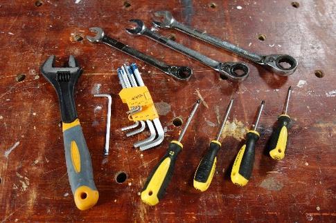 tournevis, plat, Philips, Pozidrive, torx, clés hexagonales, clés mixtes, clé à boulon