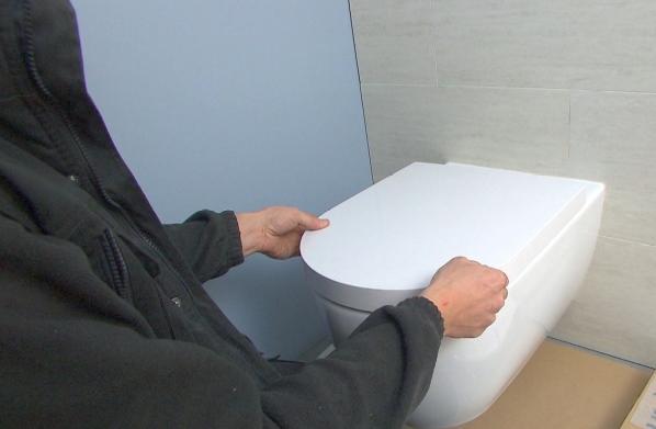 hangwc hangtoilet inbouwsas wc toilet inbouwen sas uitlijnen zitting bril monteren plaatsen hoe