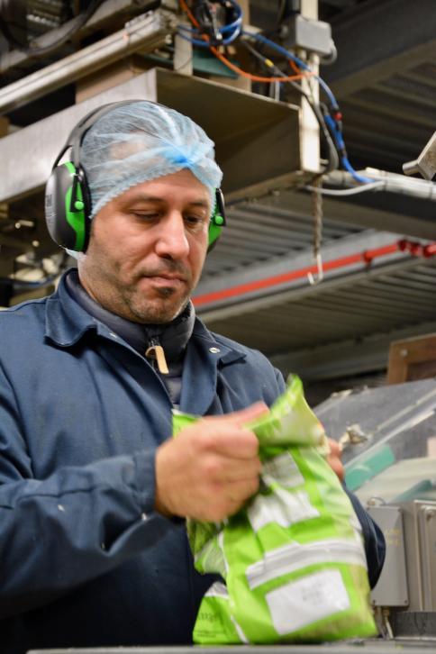 Ahmed Abass Imad werkt als verpakkingsoperator bij Greenyard Frozen Belgium