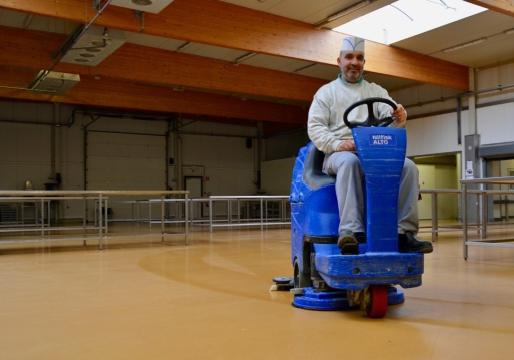 De nieuwe Ucrete-vloer is makkelijker te onderhouden dan de vorige tegel- en epoxyvloeren