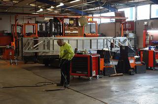 Het rollende materieel van Deceuninck NV in Hooglede-Gits bestaat uit 60 zijladers en heftrucks