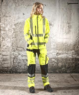 Werknemers zullen sneller geneigd zijn signalisatiekledij te dragen die een esthetische meerwaarde biedt. Kledij waarin men zich goed voelt, zal men immers sneller dragen