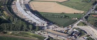 De A11 tussen Brugge en Westkapelle is een realisatie van Jan De Nul Group. Infrastructuurwerken en civiele bouwwerken maken tegenwoordig nog maar 25% uit van de activiteiten van het bedrijf