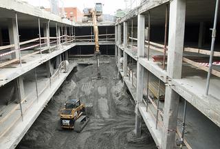 Voor de industrie verricht Persyn tal van werkzaamheden, ook bij veel gebouwen