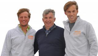 Oprichter, Ignace Degezelle, geflankeerd door zonen Yves (links) en Xavier