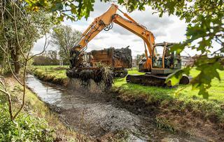 Een riolering heraanleggen of herstellen in een noodsituatie is aanzienlijk duurder dan wanneer het op een structurele en geplande manier gebeurt – Foto: Ludo Debaere