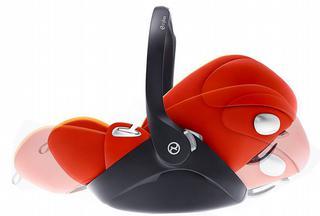 De AtonQ van Cybex beantwoordt aan de nieuwste i-Size norm en laat toe om kinderen tot 75 cm achterwaarts te vervoeren