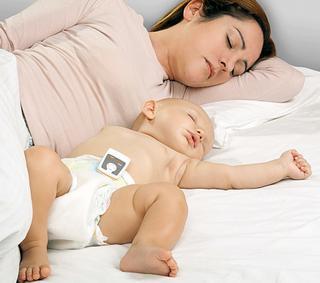 Respisense en Snuza zijn beide uiterst handzame monitors die vastgemaakt worden op de luier van de baby en die elke beweging van het middenrif zorgvuldig registreren