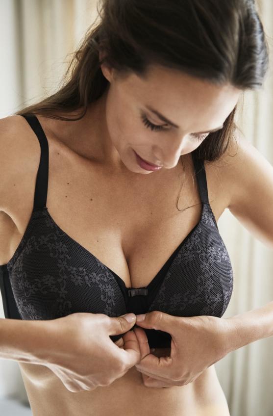 Steeds meer merken zorgen ervoor dat de vrouw discreet kan voeden via een dubbele cup