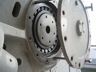 Smeerolie met het additievenpakket van Interflon is onder meer toegepast in de gieklagers van de Haringvlietdam. Bron: Interflon