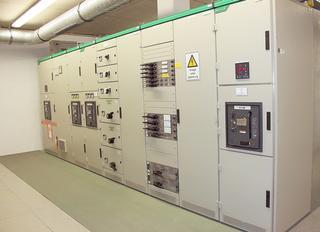 Het laagspanningsverdeelsysteem voor hal 9 is gebaseerd op twee gekoppelde 1.600 kVA-systemen