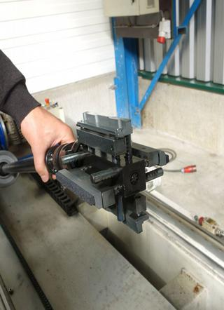 In dit onderdeel moet over een lengte van 1.625 mm een gat worden geboord met een diameter van 123,66 mm en een tolerantie van +0 en -0,25 mm met hoogglanseffect (d.m.v. het honen)