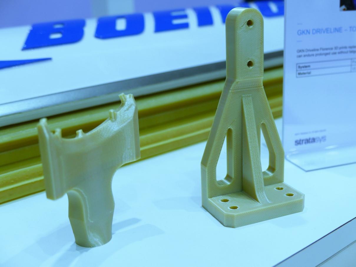 Moet het altijd metaal zijn? Stratasys is een van de fabrikanten van 3D-printers die zeggen dat 3D-geprinte kunststof onderdelen het best aluminium freesstukken kunnen vervangen