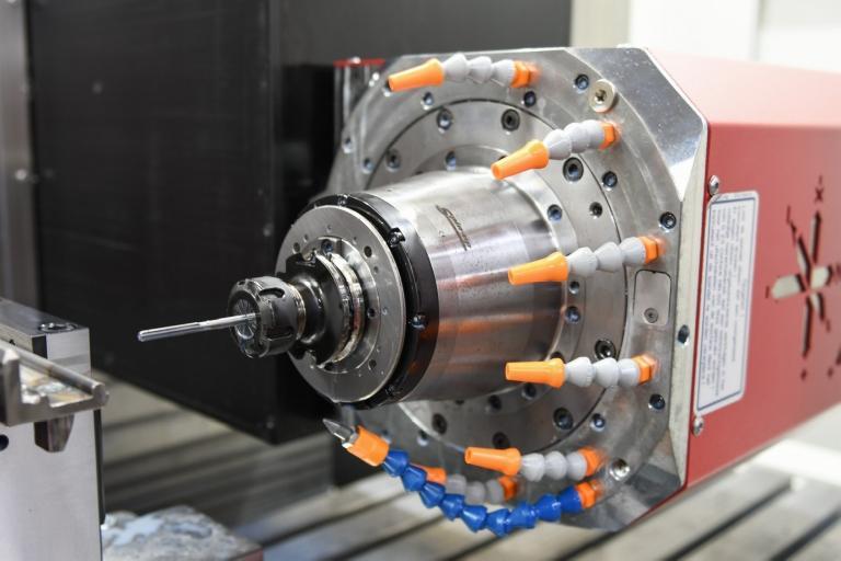 De variant waarvoor Rotsaert heeft gekozen, heeft een vermogen van 22kW, een toerental van 12.000, een koeling door de spindel van 25bar en een gereedschapsmagazijn van 40gereedschappen