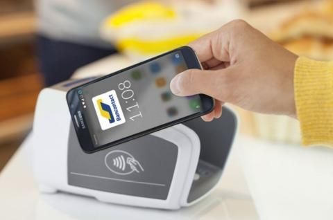 In oktober 2017 bracht Bancontact het contactloos betalen met de smartphone tot bij het grote publiek, door deze optie toe te voegen aan zijn app. Zo werd contactloos betalen mogelijk voor bijna alle Belgische Bancontact kaarthouders, ongeacht de bank waarbij ze klant zijn