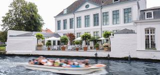 Boutique Hotel Van Cleef is prachtig gelegen aan de Brugse Reien