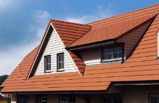 Met uitgekiende hulpstukken is het mogelijk om zelfs het meest complexe dak keramisch af te werken
