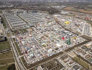 Om en bij de 3.400 exposanten uit bijna zestig landen verspreid over liefst 605.000 m² beursoppervlakte maken van bauma 's werelds grootste (vak)beurs