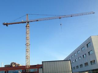 Middelgrote torenkranen tonen hun nut op diverse bouwwerven