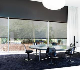 De voordelen van alle raamdecoratie zijn de multifunctionaliteit in lichtregeling en bedieningsmogelijkheden