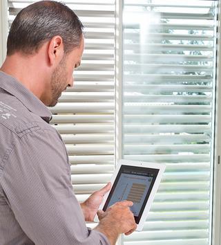 Er bestaan systemen die vanop afstand met een tablet of smartphone kunnen worden bediend