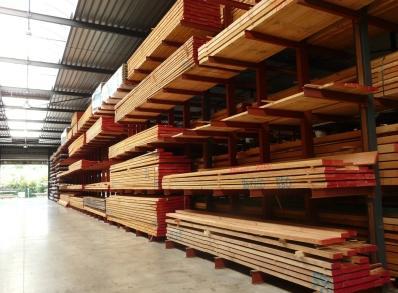De Slagmolen is zowel thuis in plaatmateriaal als in massief hout. Zo'n 70% van de klanten zijn professionelen (schrijnwerkers, dakwerkers enz.)