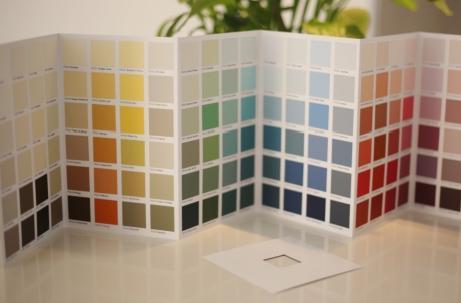 Peintagone presenteert zich met een totaalpakket: verven, presentatieschappen, winkelconcepten   en kleurkaarten