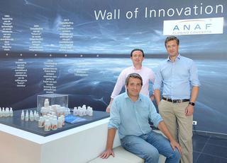 """Les trois associés actifs d'Anaf, avec Wim Cools (assis), Philippe Windels (à gauche) et Harald Van Geluwe (à droite): """"Notre but est de croître de 50% d'ici 2020"""""""