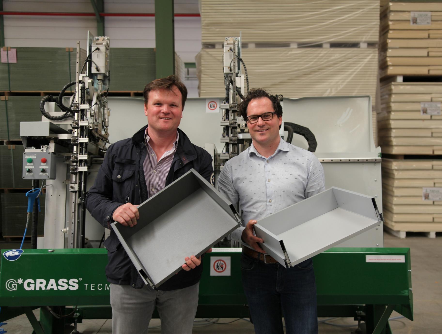 Er zijn al enkele op maat gemaakte metalen laden geproduceerd om te introduceren op de beurs Interzum
